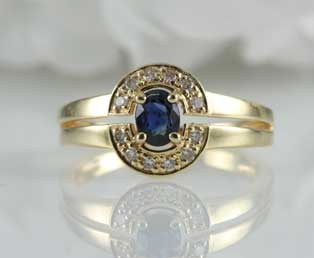 Vintage Blue Sapphire Gold Ring